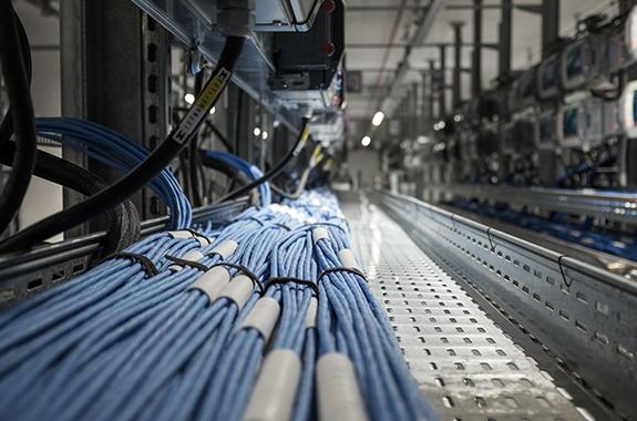 配線整理、不要ケーブルの撤去